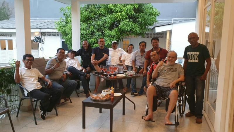 Helmy Sungkar mendapat kunjungan para senior motocross yang dipimpin Didi Hardianto