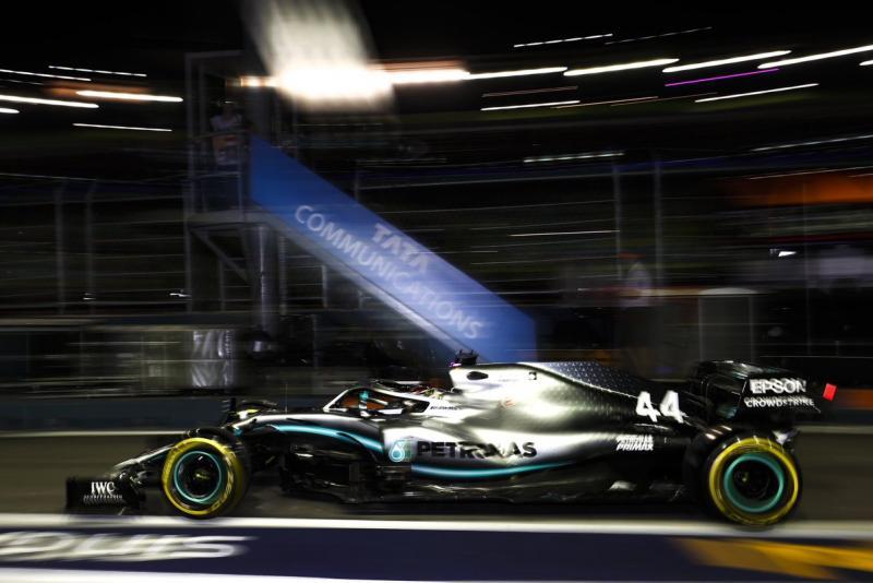 Lewis Hamilton (Mercedes), sempat bikin kasus di awal latihan GP Singapura. (Foto: Mercedes)