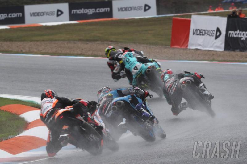 Hujan mengguyur Aragon sejak sesi FP3 Moto3 di pagi hari. (Foto: crash)