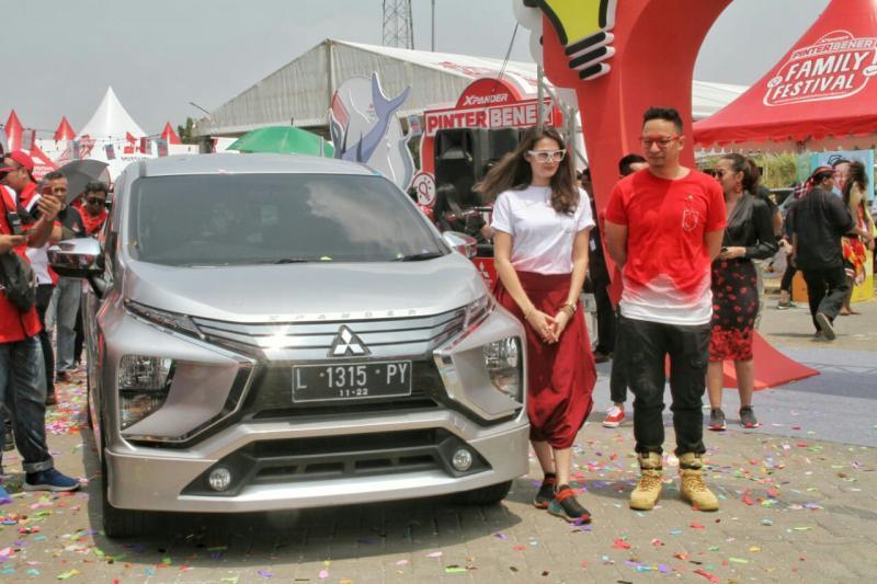 Agus Ringgo & Sabai Dieter sebagai keluarga Pinter Bener Xpander hadir di Surabaya