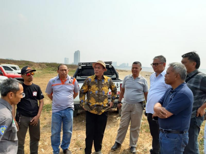 H.Prasetyo Edi Marsudi (tengah, berbatik) didampingi Anondo Eko dari IMI dan Iwan S Sakri dari IOF Jakarta saat survei trek Ancol Jakarta utara