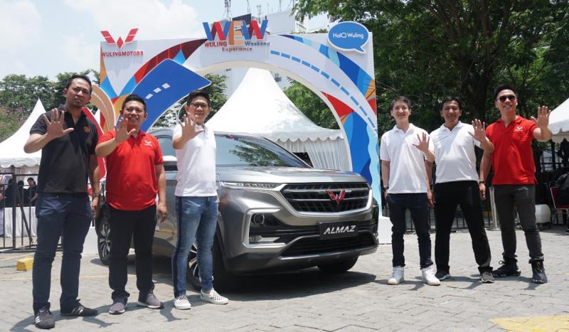 Para pengunjung Wuling Experience Weekend Surabaya memiliki kesempatan untuk mengambil bagian dalam program nasional Drive & Win. (dok. Wuling)