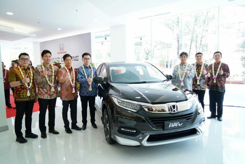 Takehiro Watanabe dan Yusak Billy meresmikan dealer Honda Prisma HR Muhammad Surabaya