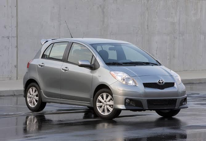 Pada Februari 2006, PT Toyota Astra Motor membawa utuh Yaris dari Thailand untuk kembali membidik pasar anak muda yang sebelumnya dikuasai Starlet.(car connection)