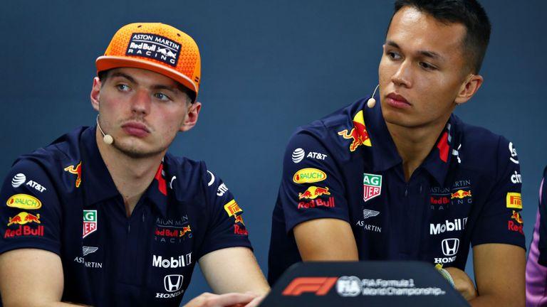 Max Verstappen dan Alex Albon (Red Bull Honda), berkorban di Rusia demi startegi Honda. (Foto: skysports)