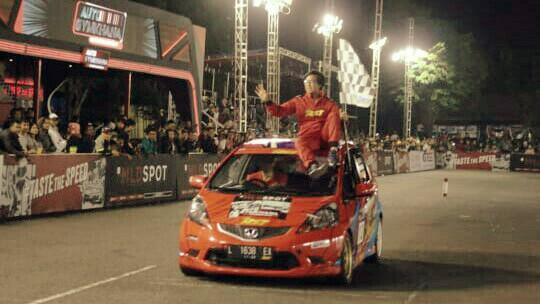 Mario Claudio lakukan victory lap usai memenangi kelas A di Cianjur, bersiap ke putaran 5 di Semarang. (foto : dok mario)