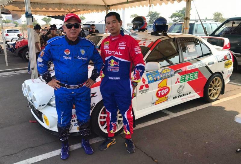 Roosbinardy dan Denny Pribadi, berlomba di Kelas M2 dengan Mitsubishi Evo4 di Meikarta