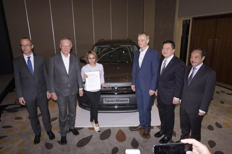 PT Garuda Mataram Motor serahkan Volkswagen Tiguan Allspace kepada lima orang pembeli pertama