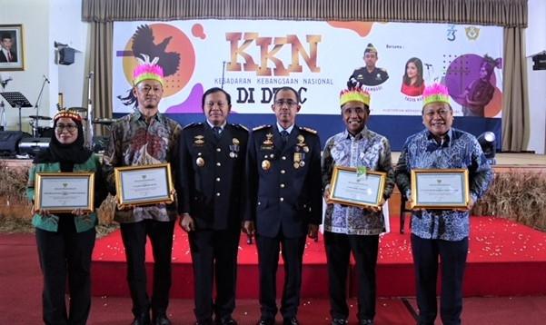 Penghargaan dari Dirjen Bea Cukai untuk Suzuki Indomobil Motor terkait kinerja ekspor