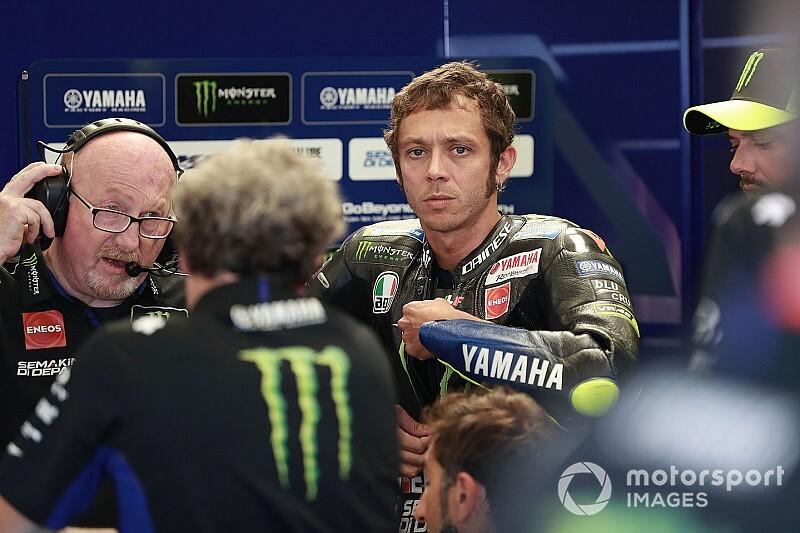 Silvano Galbusera (kiri), saat-saat akhir bersama Valentino Rossi. (Foto: motosport)