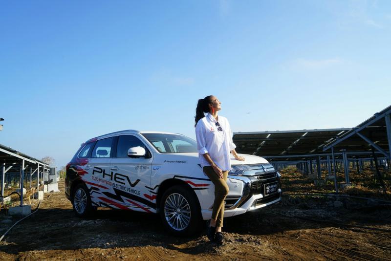 Nadine Chandrawinata selaku brand ambassador Outlander PHEV ikut hadir di Sumba,  NTT