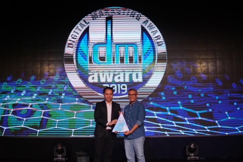 Penghargaan diterima oleh L. Iwan Pranoto selaku SVP Communication, Event & Service Management Asuransi Astra di Jakarta, Jumat (27/9/2019). (ist)
