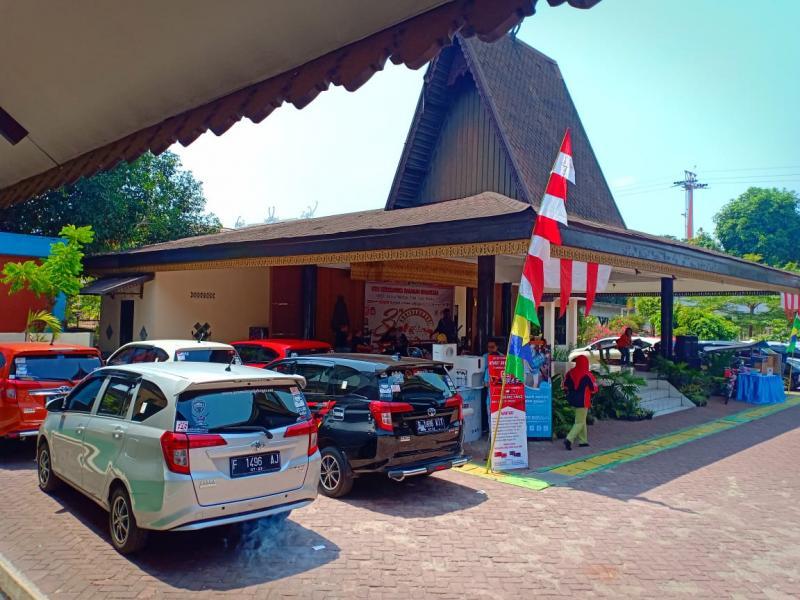 Di lokasi acara juga diselenggarakannya service mobil Toyota Calya untuk membernya. (ist)