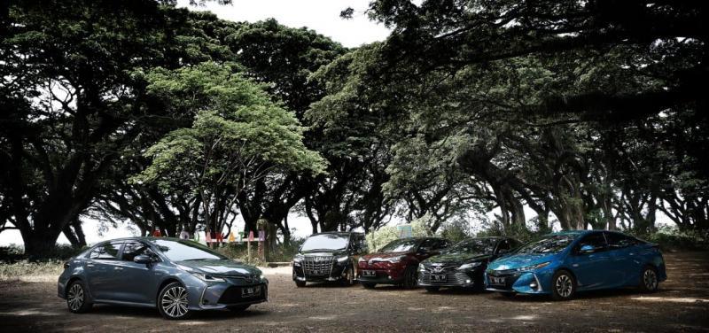 Line up Hybrid Electric Vehicle (HEV) dengan teknologi Hybrid Synergy Drive (HSD)