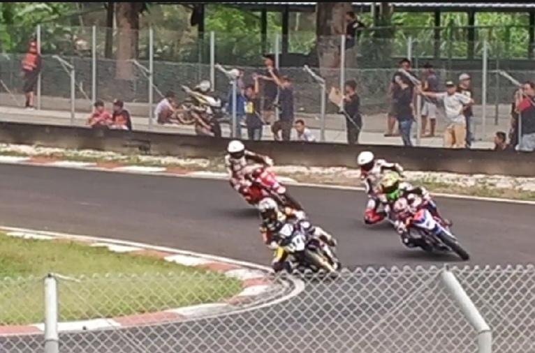 Suasana latihan resmi kejurnas balap motor Oneprix Championship di Sentul kecil hari ini. (Foto : bs)