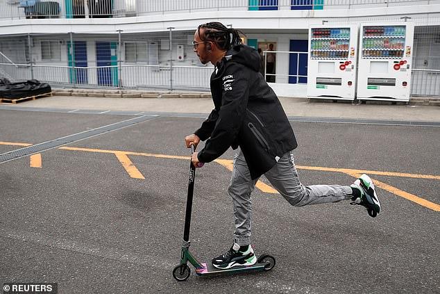 Lewis Hamilton (Mercedes) memilih nyaman di hotel ketimbang `cari penyakit` di Suzuka. (Foto: reuter)
