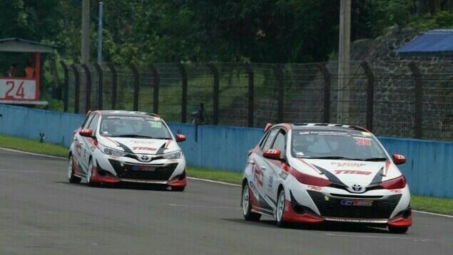 Toyota Yaris yang digeber Haridarma Manoppo dan Demas Agil berhasil finish 1 dan 2 kelas JSTC