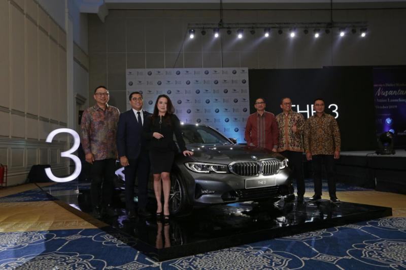 BMW Group Indonesia merilis sedan terbarunya dari jajaran keluarga seri 3 yaitu BMW 320i Sport