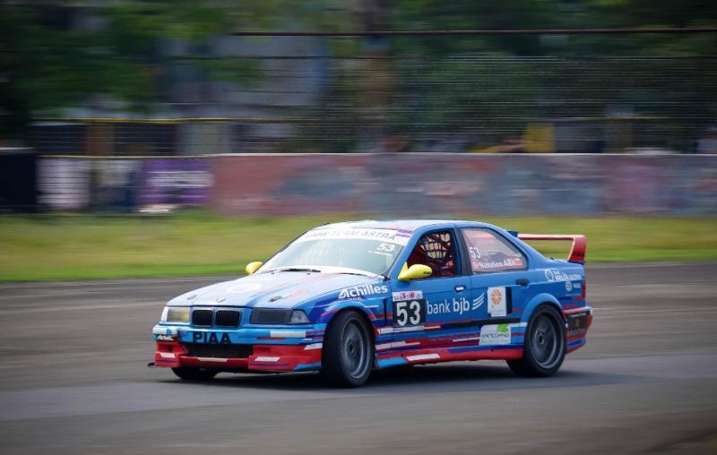 Gerry Nasution balapan 6 kelas dengan 4 mobil berbeda di ISSOM 2019 round 5