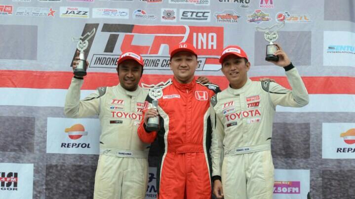 Alvin Bahar (tengah), diharapkan oleh Honda Prospect Motor pertahankan prestasinya sekarang