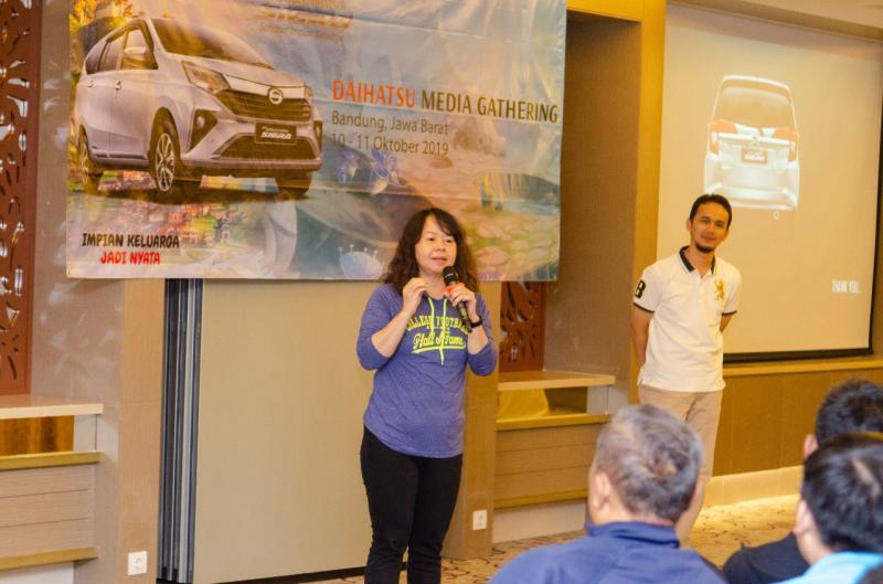 Amelia Tjandra, Kami bisa klaim mobil Daihatsu buatan Indonesia paling sesuai dengan kondisi di Indonesia, karena kami lakukan semua yang cocok untuk Tanah Air. (anto) .