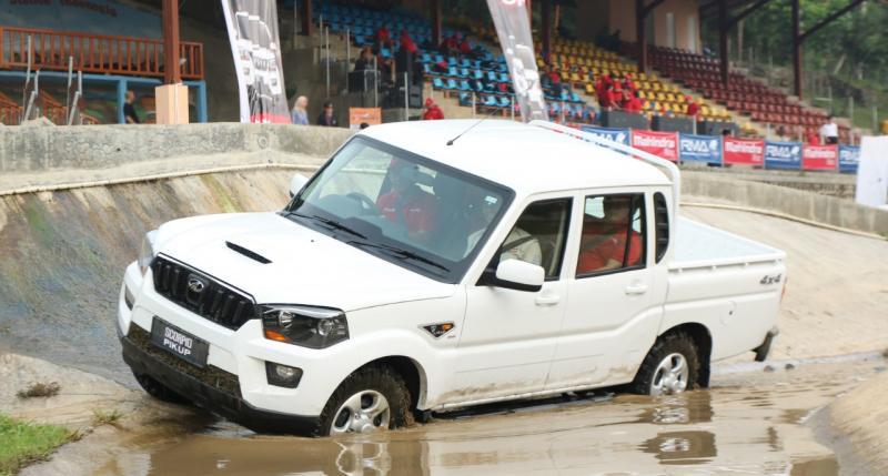 Mahindra Scorpio Pik Up tangguh melewati jalur offroad dan nyaman saat on road