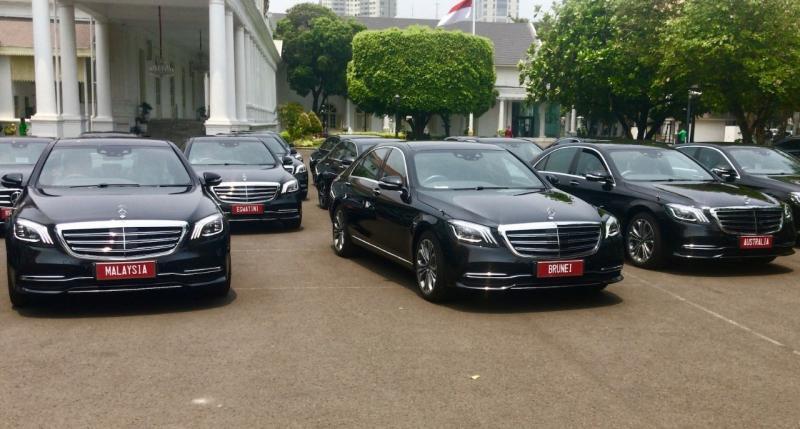 Bekerjasama dengan kantor Sekretariat Presiden Republik Indonesia, Mercedes-Benz mengerahkan 11 unit model S-Class dan 6 unit model E-Class terbaru. (dok. MBDI)