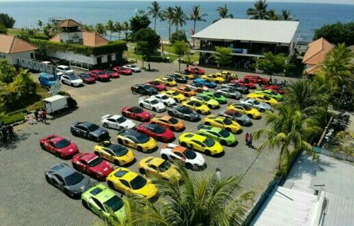 60 unit super car sebelum menyeberang ke Pulau Bali dari Banyuwangi