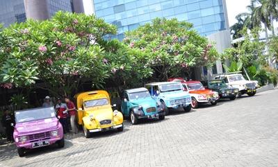 Mobil-mobil ini berasal dari lintas generasi, mulai era 1950-an seperti Citroen Traction Avant hingga yang terbaru seperti Peugeot 5008. (foto: ist)