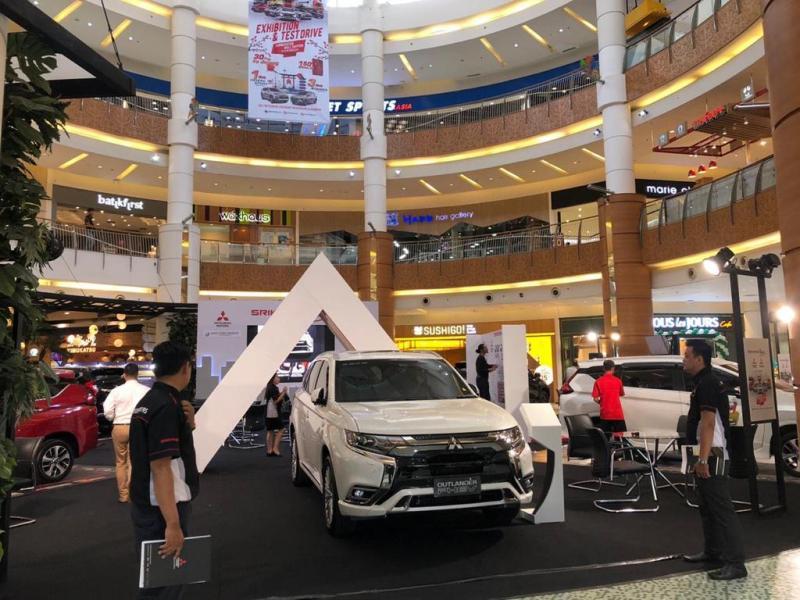 Srikandi Fair menghadirkan enam unit model display unggulan Mitsubishi Motors. (dok. Istimewa)