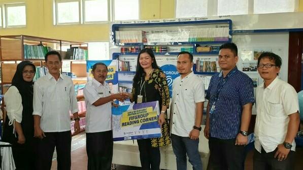Zuriaty selaku Recruitment Talent & Reward Management Department Head FIFGROUP pada peresmian Reading Corner di Tanjung Jabung