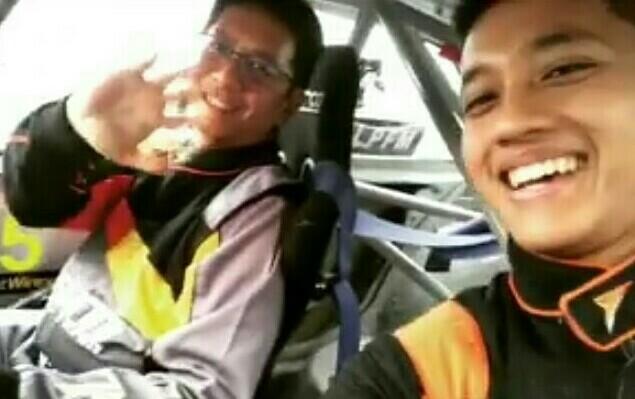 Avila Bahar (kanan) dan Paul F. Montolalu, makin matang dan mengancam pembalap TTI dan HRI. (foto : ist)
