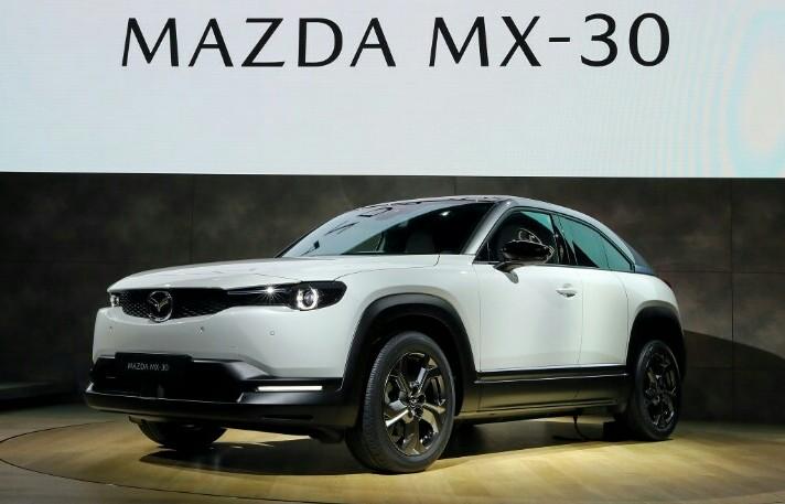 Mazda MX-30 sebagai mobil listrik pertama yang diproduksi massal dipamerkan di Tokyo Motor Show 2019