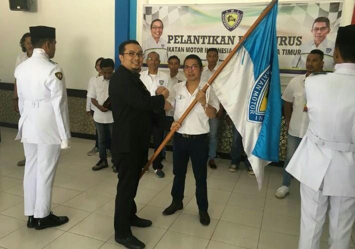 Sadikin Aksa melantik Thellend Daud sebagai Ketum IMI NTT di Kupang, Sabtu petang hari ini