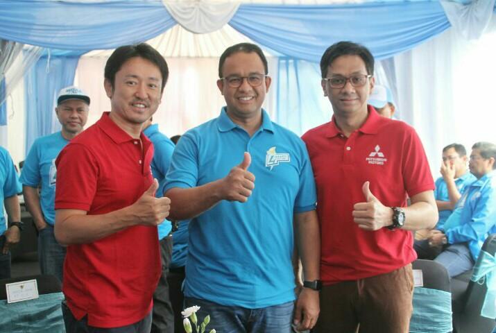 Anies Baswedan (tengah) bersama bos Mitsubishi di karnaval Jakarta Langit Biru kemarin
