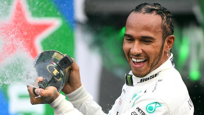 Lewis Hamilton (Mercedes), tinggal memburu dua poin di Texas untuk trofi ke-6. (Foto: foxsport)