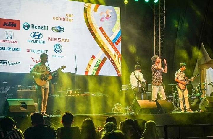 Penampilan dari grup musik Fourtwnty di hari pertama sukses membuat penonton ternyahut dalam alunan musik di Main Stage. (iimssub).