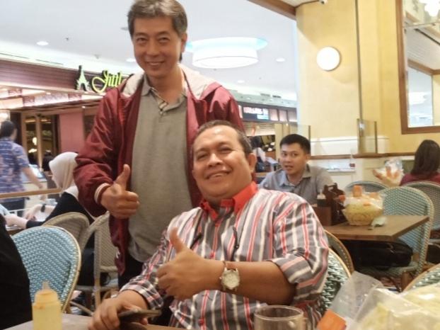 Riduan Tumenggung (duduk) dan Frans Tanujaya, masih menunggu konfirmasi dari beberapa negara. (Foto : bs)
