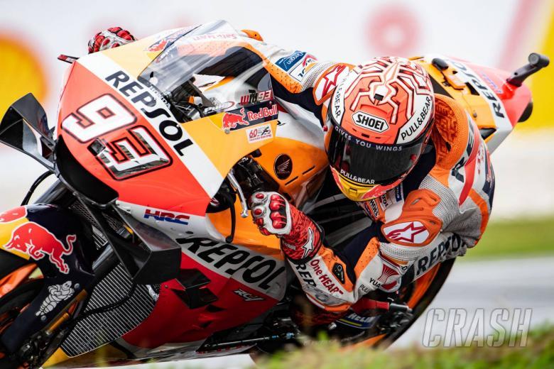 Marc Marquez (Honda) saat menjajal tuas ekstra rem belakang di Sirkuit Sepang. (Foto: crash)