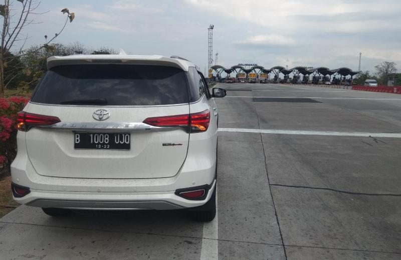 Tidak heran jika sepanjang lintas Tol Jawa mampu dilalui dengan mantap oleh All New Toyota Fortuner dalam segala kondisi jalan. (anto)