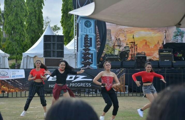 K-Pop Dance Competition menjadi salah satu menu disukai Festival Avanza-Veloz Sebangsa di lapangan Renon, Bali