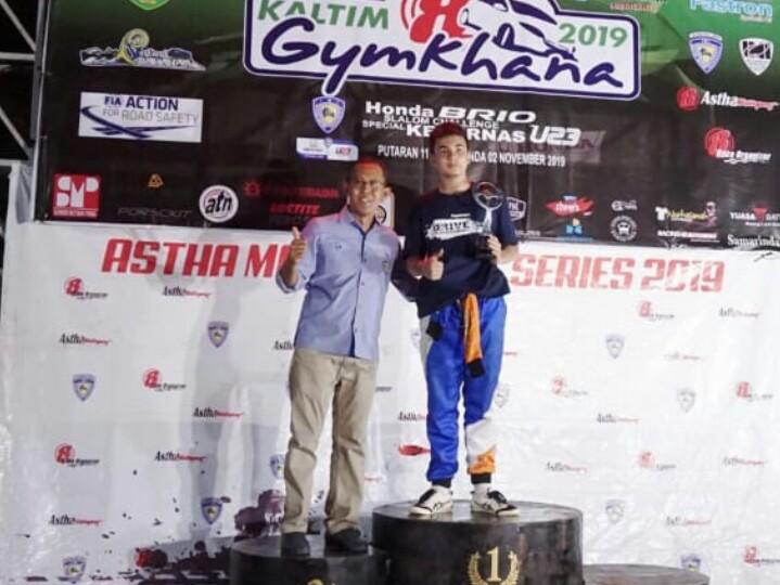 Nicholas Meyer di podium satu kelas F Gymkhana Kaltim di Samarinda