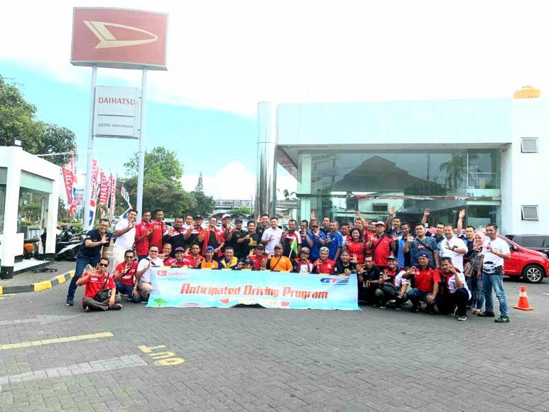 Lebih dari 50 member Komunitas Daihatsu di Jawa Timur berkumpul di Outlet Astra Daihatsu Cabang Surabaya Waru. (dok. ADM)