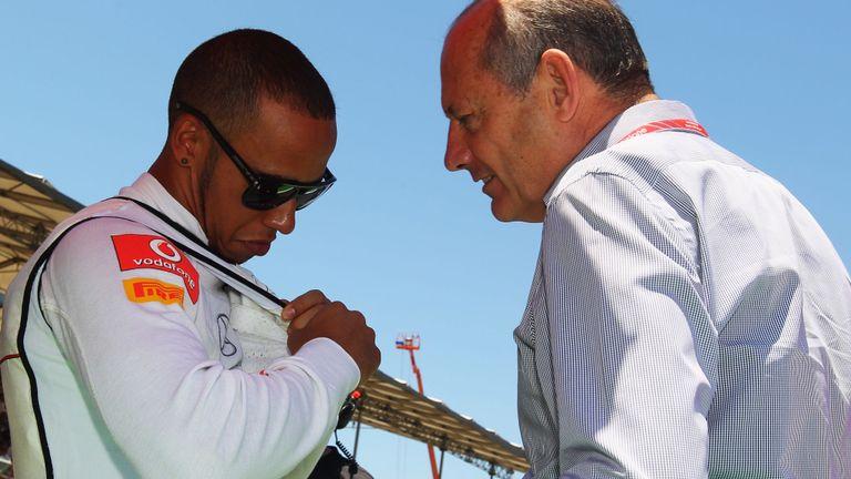 Ron Dennis dan Lewis Hamilton saat awal karir F1 di McLaren. (Foto: skysports)
