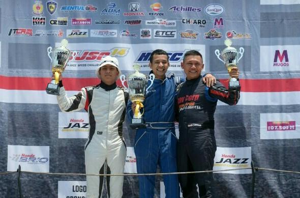 Avan Abdullah (tengah) diapit Zharfan Rahmadi dan Benny Santoso di podium kelas Master HJSC 2019.