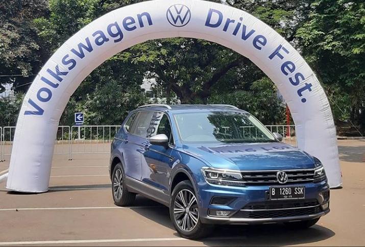 Pada kesempatan yang sama pengunjung juga dapat mengendarai dan menguji VW Tiguan Allspace yang diproduksi di Indonesia dan baru diluncurkan bulan Agustus yang lalu. (volkswagenid)