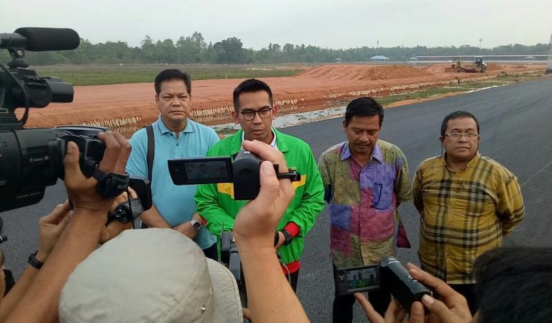 M Faris selaku Kadispopar Kab Musi Banyuasin saat memberikan keterangan kepada media di sirkuit Skyland. (foto : bs)