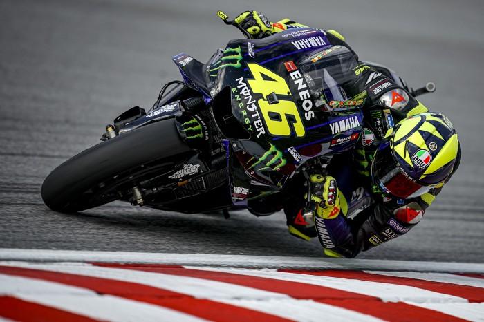 Gaya rebah Valentino Rossi di dalam tikungan, perubahan dengan hasil positif di atas M1. (Foto: bikesport)