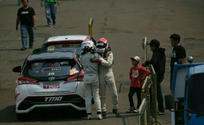 Duo andalan TTI, Haridarma dan Demas Agil dengan mengendarai Toyota Yaris sapu bersih podium tertinggi ITCR Max dan JSTC