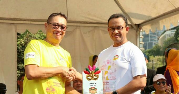 Hafid Hadeli dan Gubernur DKI Anis Baswedan di acara HUT Adira Finance ke-29